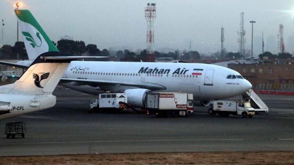 Die iranische Fluggesellschaft Mahan Air darf nicht mehr nach Deutschland fliegen. Foto: Abedin Taherkenareh/EPA/Illustration