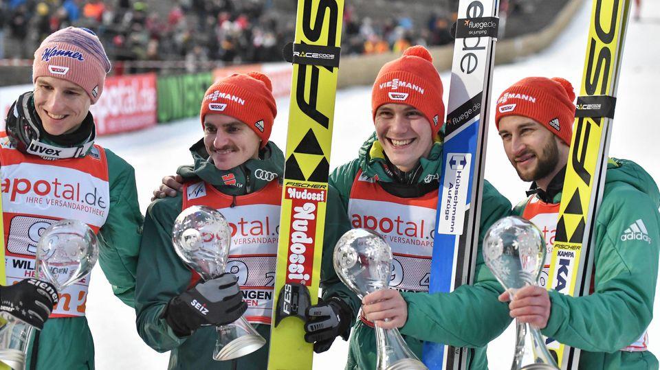 Karl Geiger, Richard Freitag, Markus Eisenbichler und Stephan Leyhe konnten nach einem verpatzten Start doch noch lachen