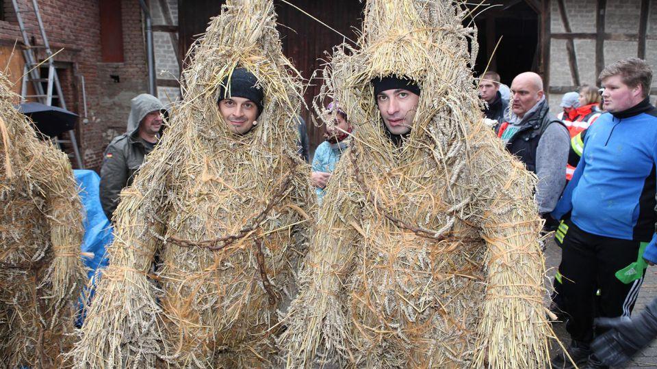 Bülent Ceylan und Kaya Yanar nehmen am Strohbärenfest teil