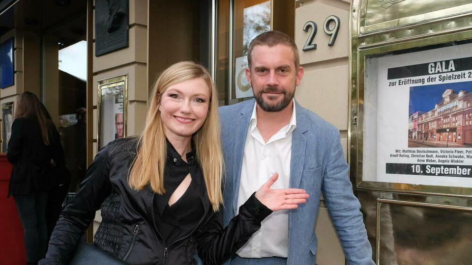 Sebastian Bezzel mit Ehefrau Johanna Christine Gehlen bei der Gala zur Eröffnung der Spielzeit im Hamburger St. Pauli Theater im September 2020.