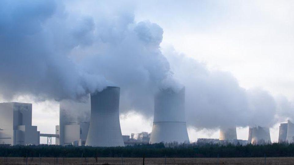 Ein Kraftwerk ist zu sehen. Foto: Daniel Schäfer/zb/dpa/Archiv