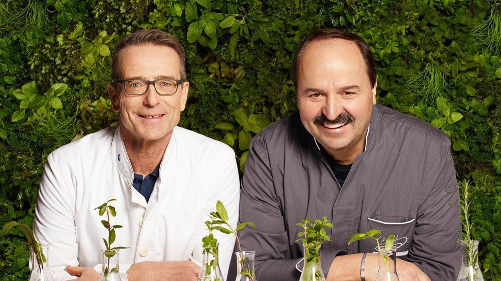 """Dr. Matthias Riedl (l.) und Johann Lafer haben gemeinsam das Buch """"Medical Cuisine"""" veröffentlicht"""
