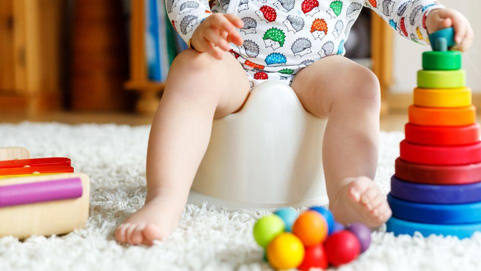 Ab dem 9. Lebensmonat beginnt das Baby, die Welt zu entdecken und braucht Spielzeug, das auf seine Entwicklung abgestimmt ist.
