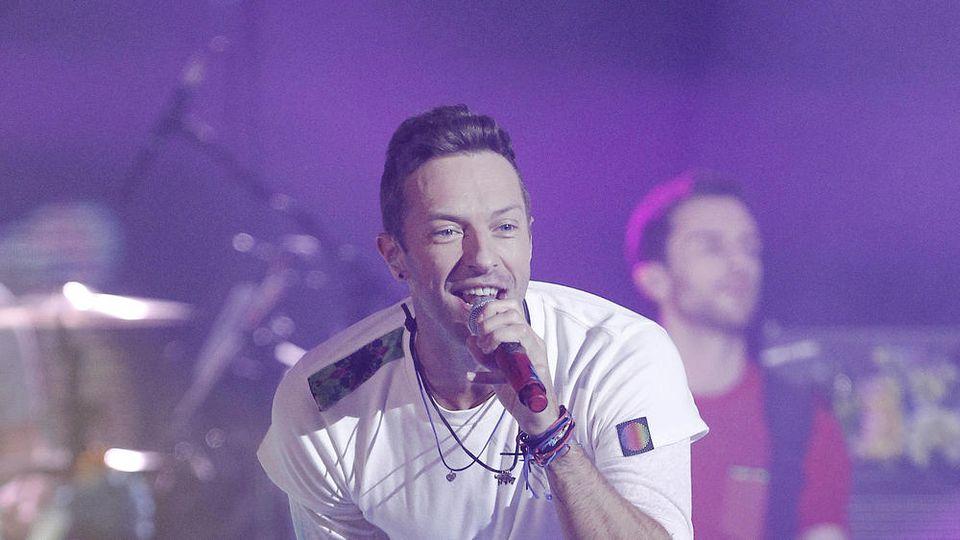 Coldplay-Frontmann Chris Martin gibt auf der Bühne alles.