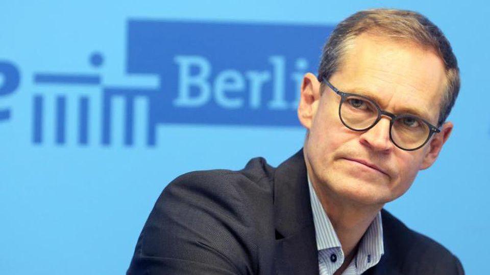 Michael Müller (SPD), Regierender Bürgermeister vonBerlin, beantwortet nach einer Senatssitzung im Roten Rathaus Fragen. Foto:Wolfgang Kumm