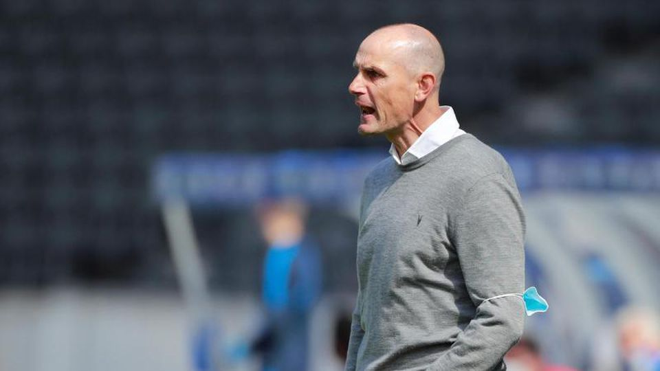 DerTrainer des FC Augsburg, Heiko Herrlich. Foto: Hannibal Hanschke/Reuters Pool/dpa