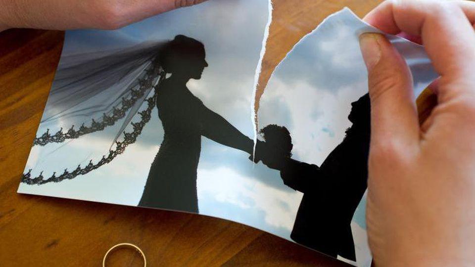 Viele Ehen haben keinen Bestand. Bei einer Scheidung werden dann die Rentenansprüche miteinander verrechnet. Foto: Patrick Pleul/dpa-Zentralbild/dpa