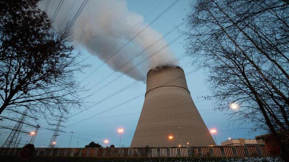 Ein Blick auf eines der Reaktorblöcke des Atomkraftwerks Lingen. Foto: Mohssen Assanimoghaddam/dpa/archivbild
