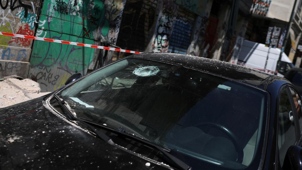 A car with a damaged windshield is seen on a street following an earthquake in Athens, Greece, July 19, 2019.  REUTERS/Alkis Konstantinidis