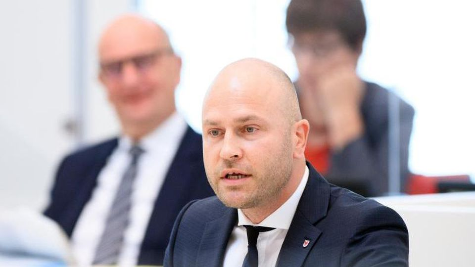 Daniel Münschke (AfD) spricht während der Landtagssitzung. Foto: Soeren Stache/dpa-Zentralbild/ZB/Aktuell