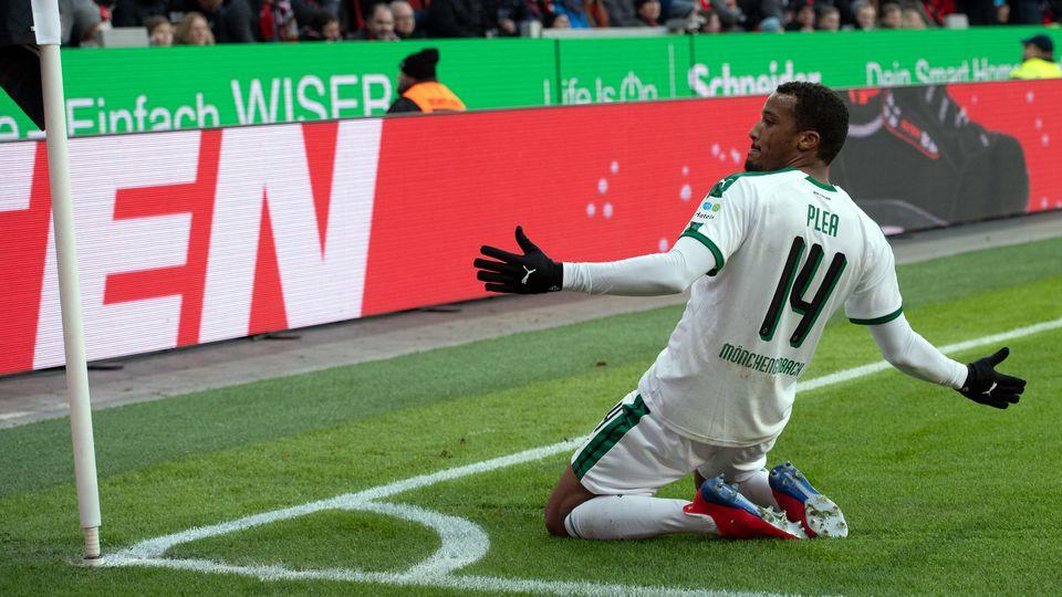 Mit seinem 10. Saisontor entschied Gladbachs Topstürmer Alassane Plea das rheinische Derby in Leverkusen