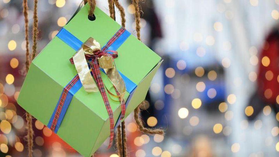 Weihnachtliche Dekoration ist zu sehen. Foto: Ralf Hirschberger/dpa-Zentralbild/dpa/Archiv