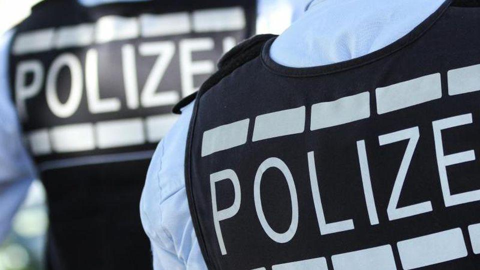 In Westen gekleidete Polizisten. Foto: Silas Stein/Archivbild