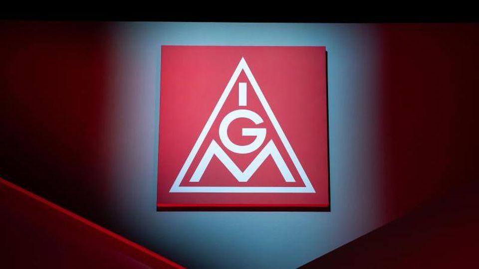 Das Logo der IG Metall ist zu sehen. Foto: Daniel Karmann/dpa/Archivbild