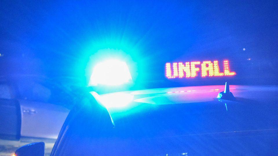 News Bilder des Tages Schwerer Unfall auf B19, Rettungskräfte in der Nacht des 06.10.2019 auf der Bundesstraße bei Utten