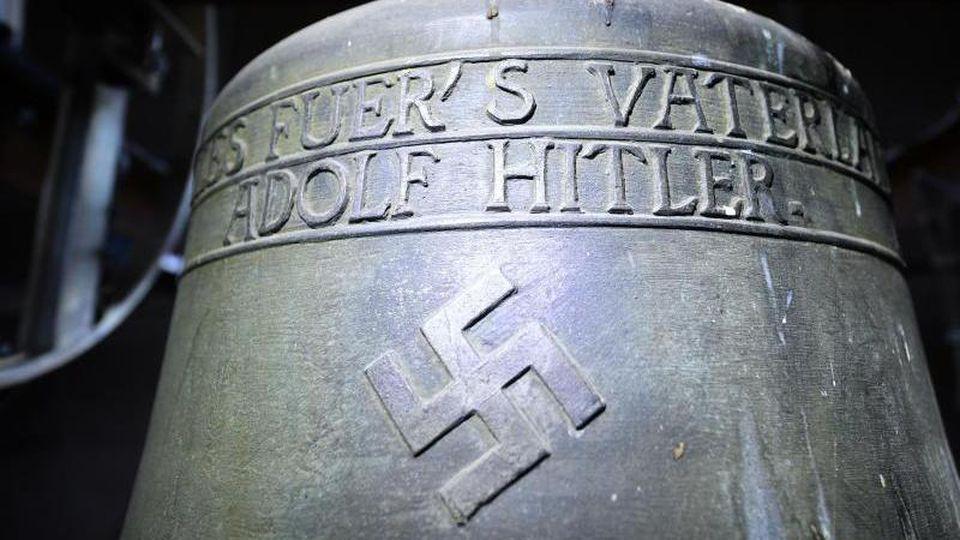 Die umstrittene Bronzeglocke der Kirche St. Jakob in Herxheim. Foto: Uwe Anspach/Archiv