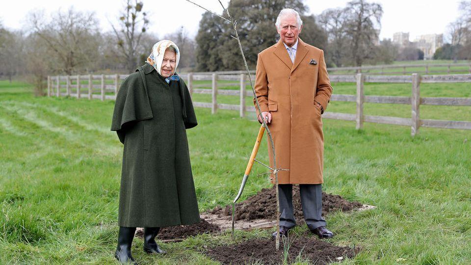 Begnadete Gärtner: Queen Elizabeth II. und Prinz Charles