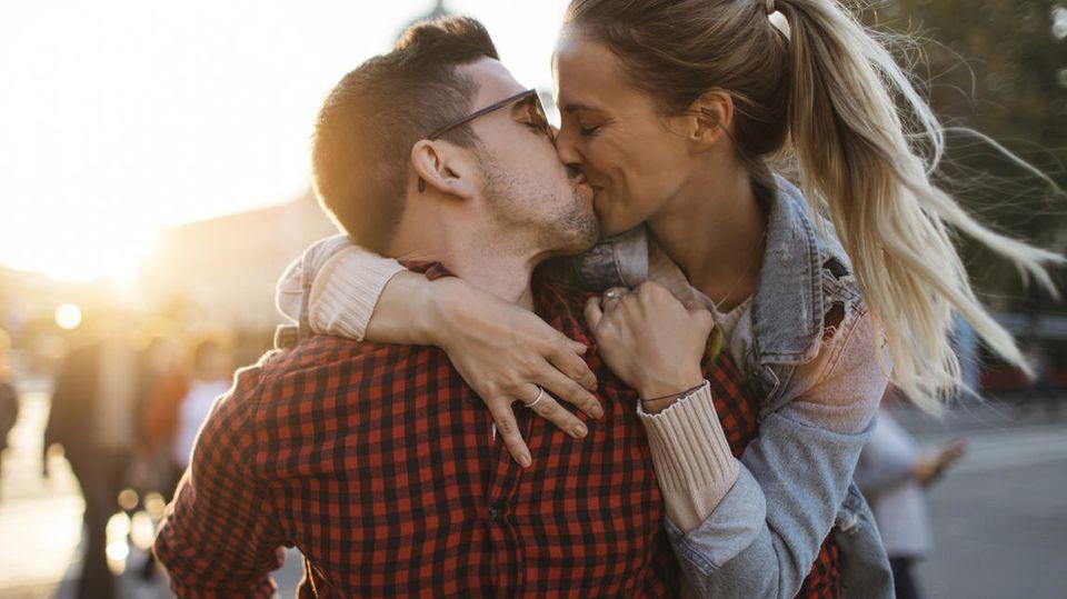 Diese beiden haben sich gesucht und die Liebe gefunden. Das schaffen Sie auch!