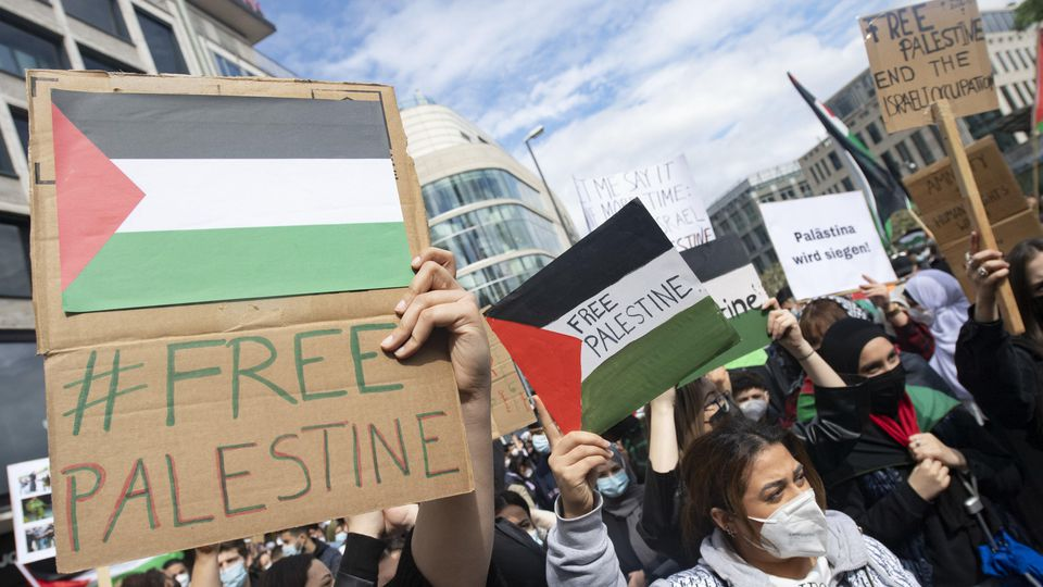 Auf Plakaten forderten die Demonstraten ein freies Palästina.