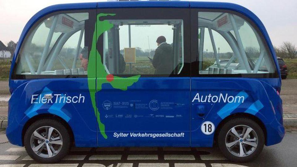 Ein autonom fahrender Bus steht an einer Haltestelle. Foto: Birgitta von Gyldenfeldt/Archivbild