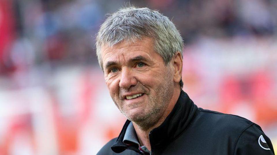 Nach eineigem Hin und Her hat Trainer Friedhelm Funkel bei Fortuna Düsseldorf seinen Vertrag verlängert. Foto: Marius Becker