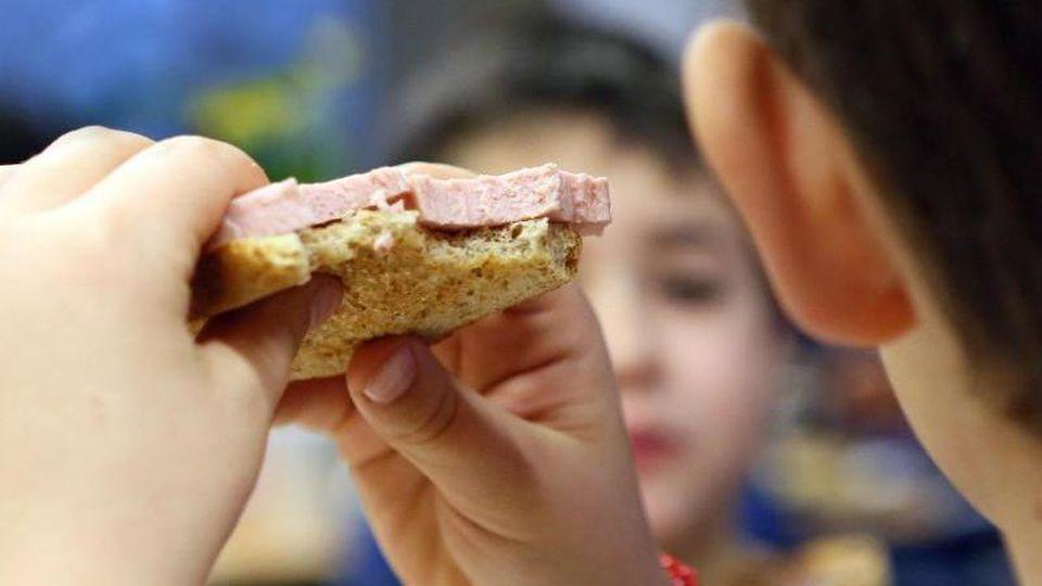 Kinder beim Frühstück. (Symbolbild). Foto: Stephanie Pilick/dpa