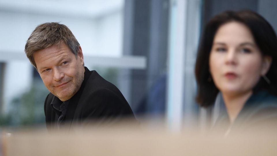 """Es sei ein """"bittersüßer Tag"""" gewesen, als er mit der Nominierung von Annalena Baerbock seine Ambitionen auf das Kanzleramt vorerst begraben musste., so Habeck."""