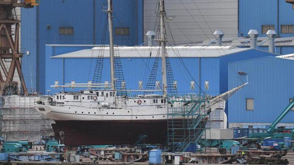 """Das Segelschulschiff """"Greif"""" liegt auf der Peene-Werft. Foto: Stefan Sauer/dpa-Zentralbild/dpa/Archivbild"""