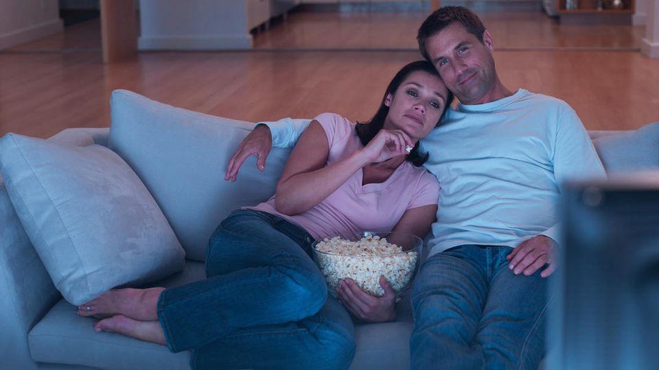 Mit dem richtigen TV-Gerät macht der gemeinsame Fernsehabend noch mehr Spaß.