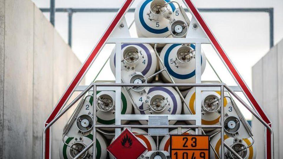Eine Wasserstofftankstelle in Mainz. Umweltministerin Schulze will den Ersatz fossiler Kraft- und Brennstoffe durch klimafreundliche Stoffe in Gang bringen. Foto: Andreas Arnold/dpa