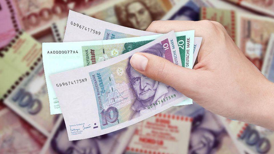 Scheine und Münzen im Gesamtwert von 12,46 Milliarden Mark sind noch nicht umgetauscht.
