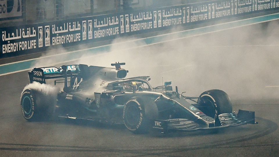 Lewis Hamilton dreht Donuts