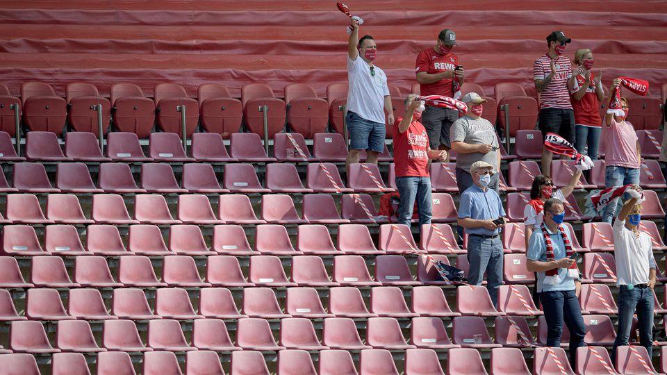 Statt vor 9200 Zuschauern muss der 1. FC Köln gegen die TSG Hoffenheim doch ohne Fans spielen. Kölns Oberbürgermeisterin Reker informierte Geschäftsführer Wehrle am Freitag Abend.