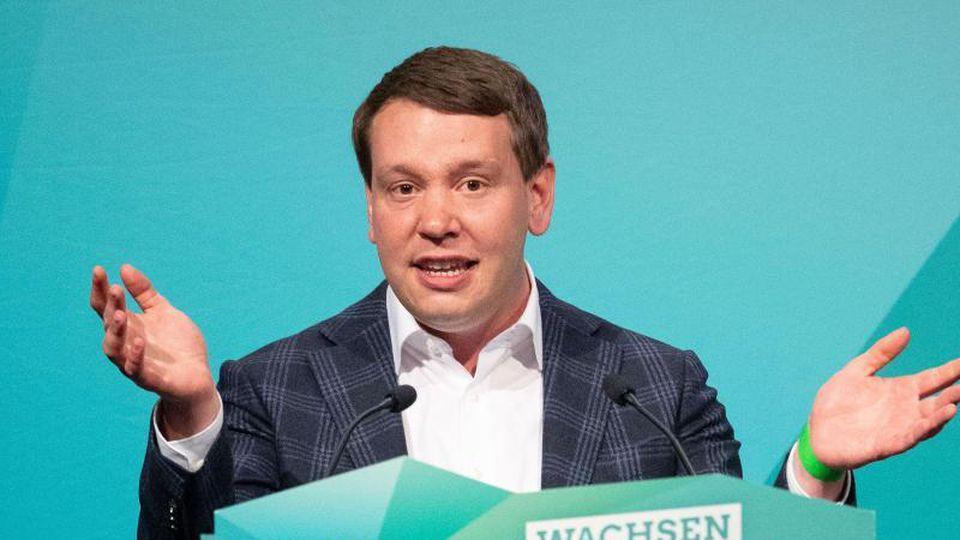 Oliver Hildenbrand, Landesvorsitzender von Bündnis 90/Die Grünen Baden-Württemberg, spricht. Foto: Marijan Murat/dpa