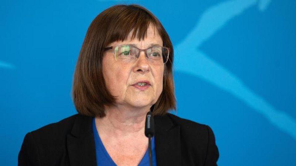 Gesundheitsministerin Ursula Nonnemacher (Grüne) spricht bei einer Pressekonferenz. Foto: Soeren Stache/dpa-Zentralbild/dpa/Archivbild