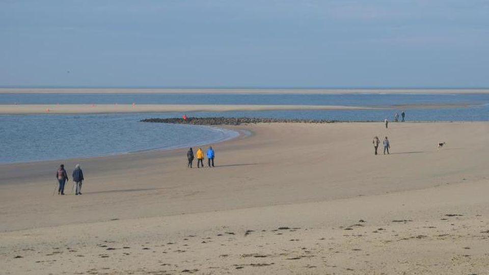 Der Strand der ostfriesischen Insel Borkum. Foto: Andreas Heimann/dpa