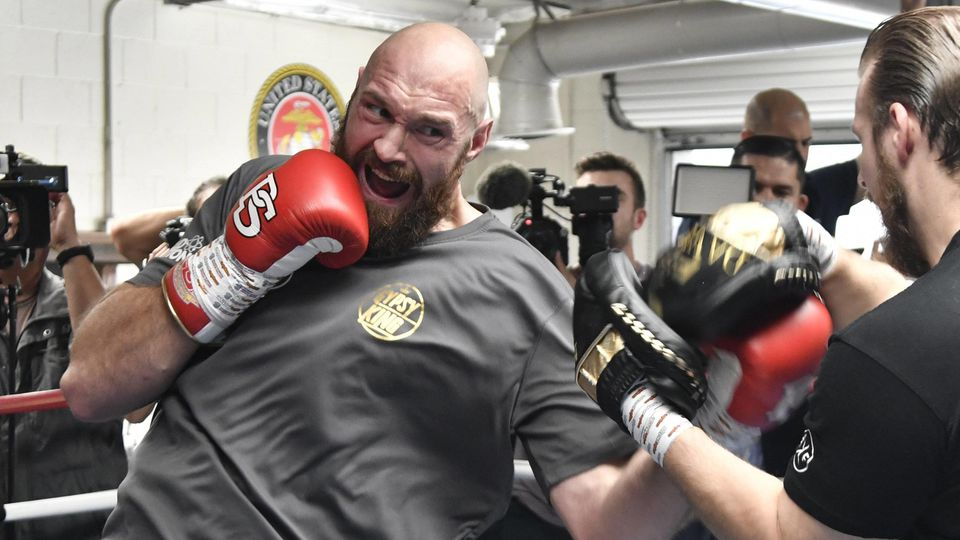 10 25 18 Santa Monica CA Lineal Heavyweight Champion Tyson Fury works out with his trainer Ben Da