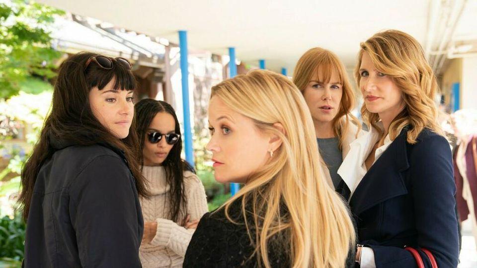 """Die """"Monterey Five"""" aus """"Big Little Lies"""": Shailene Woodley (v.l.), Zoë Kravitz, Reese Witherspoon (vorne), Nicole Kidman und Laura Dern (r.)."""