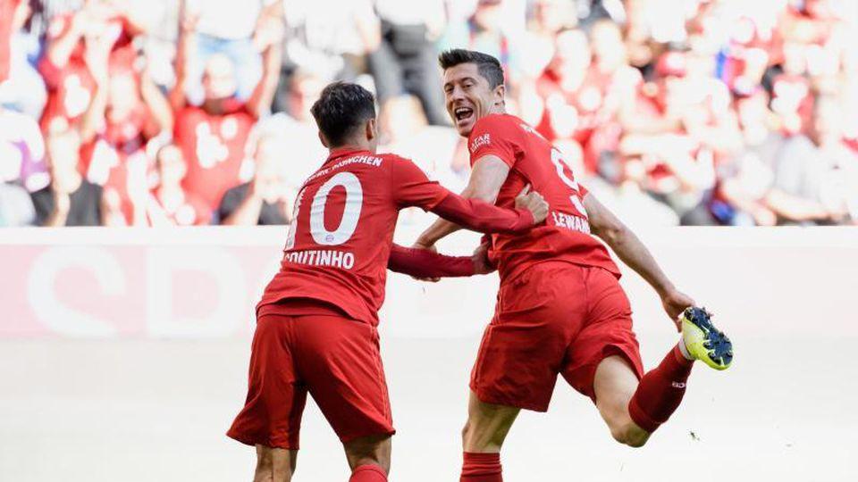 Die Bayern sind sehr von Torjäger Robert Lewandowski (r) abhängig. Foto: Matthias Balk
