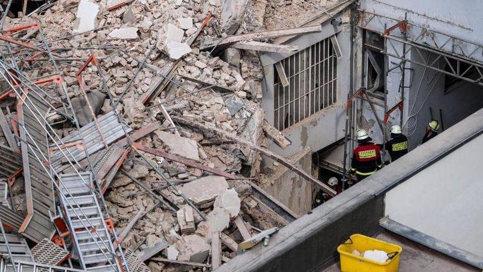 Die beiden Bauarbeiter, die bei einem Hauseinsturz ums Leben gekommen sind, wurden laut Obduktionsergebnis erschlagen. Foto: Marius Becker/dpa/Archivbild