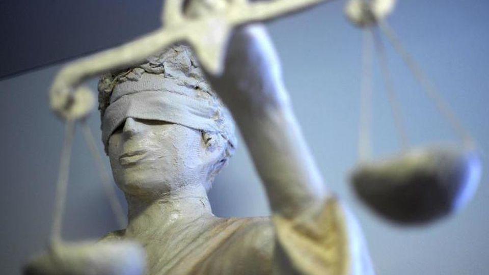 Die Statue Justizia. Foto: Peter Steffen/Archiv