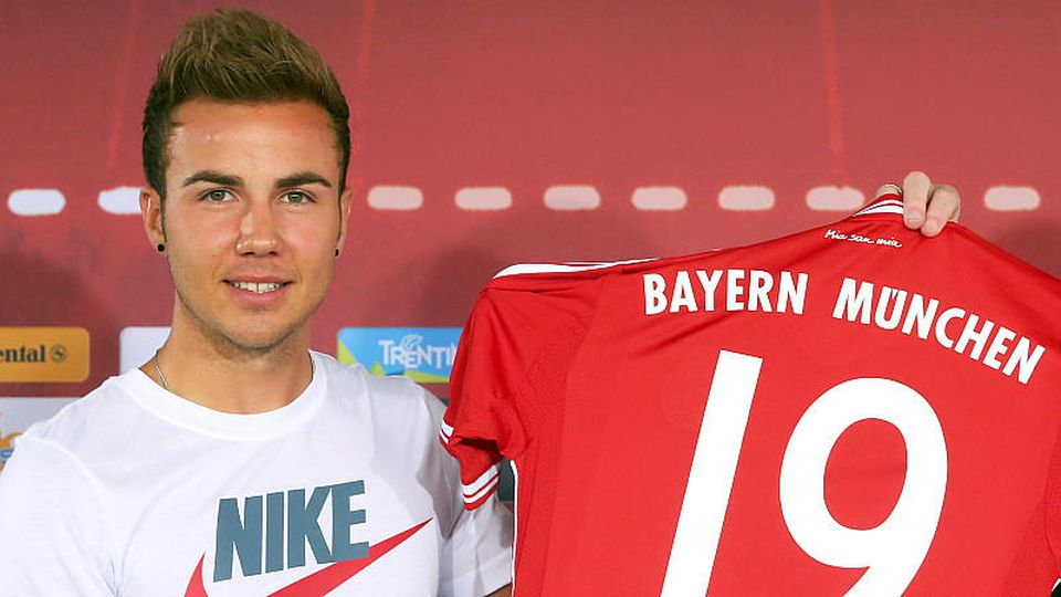 Mario Goetze of FC Bayern Muenchen presents his new match jersey after a press conference at Bayern Muenchens headquarter Saebener Strasse on July 2, 2013 in Munich, Germany. Photo: Alexander Hassenstein/dpa +++(c) dpa - Bildfunk+++