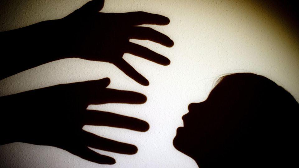 Die Eltern werden verdächtigt, ihre Kinder misshandelt und missbraucht zu haben. (Symbolbild)