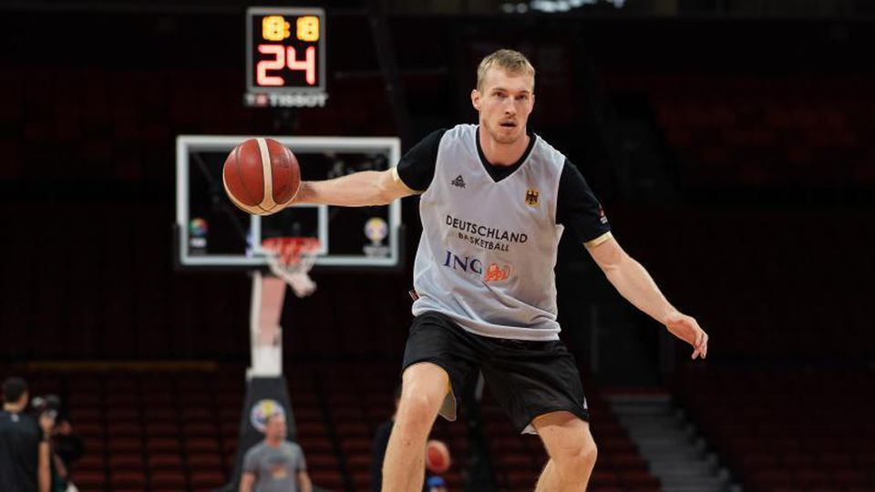 Basketball-Nationalspieler Niels Giffey während der WM in Aktion. Foto: Swen Pförtner/Archivbild