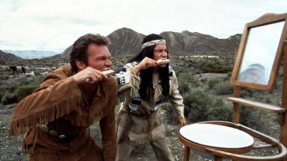 """""""Der Schuh des Manitu"""" aus dem Jahr 2001, mit Abahachi (Michael Bully Herbig, r.) und Ranger (Christian Tramitz)."""