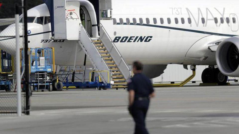 Nach zwei Flugzeugabstürzen in weniger als einem halben Jahr wird die Zulassung von Boeings 737 Max Jets durch die US-Luftfahrtbehörde FAA inzwischen mit großem Argwohn betrachtet. Foto: Ted S. Warren/AP
