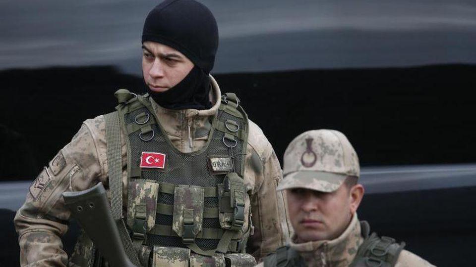 Türkische Soldaten im vergangenen Jahr an der Grenze zu Syrien. Foto: Lefteris Pitarakis/AP