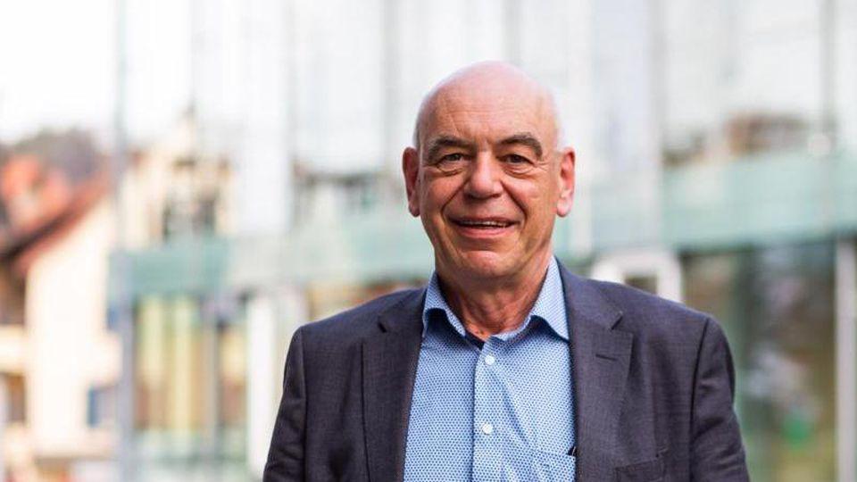 Wolfram Uhl, Geschäftsführer und Heimleiter, steht auf dem Gelände des Seniorenzentrum Mühlehof. Foto: Philipp von Ditfurth/dpa/Archivbild