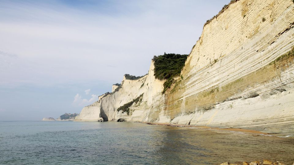 Dimitris A. stürzte eine Klippe auf Korfu hinunter. (Symbolbild)