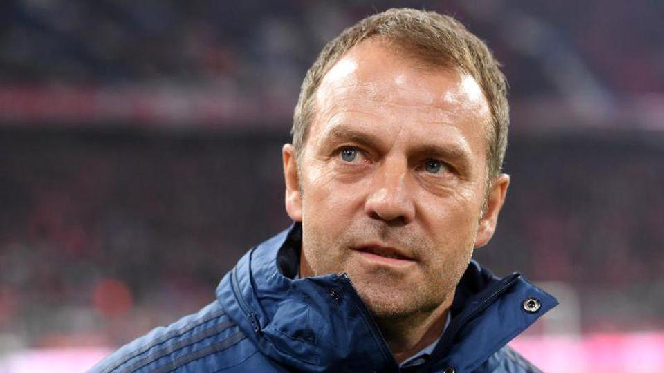 Fordert volle Konzentration auf Paderborn: Bayern-Coach Hansi Flick. Foto: Tobias Hase/dpa